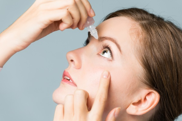 Eye drops with a broad-spectrum antibiotic. List of children, adults